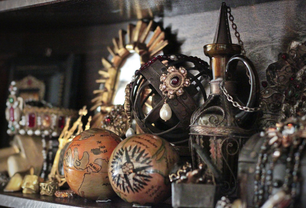 "Unusual objects collected in a ""cabinet of curiosities."" What stories might they tell? Photograph by Flickr user Kotomi_, 2012. (CC BY-NC 2.0)."