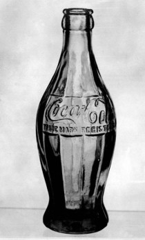 Hobbleskirt soda bottle (Image courtesy of the Illinois Glass Company Catalog).