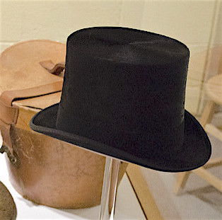 image of a beaver tophat