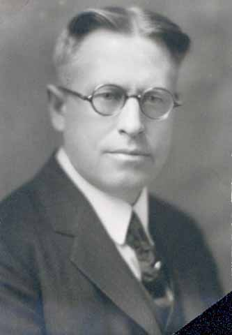 Dr. Robert G. Green of Minneapolis. Professor of Bacteriology and Immunology at the University of Minnesota, 1930. Photograph courtesy of the Minnesota Historical Society.