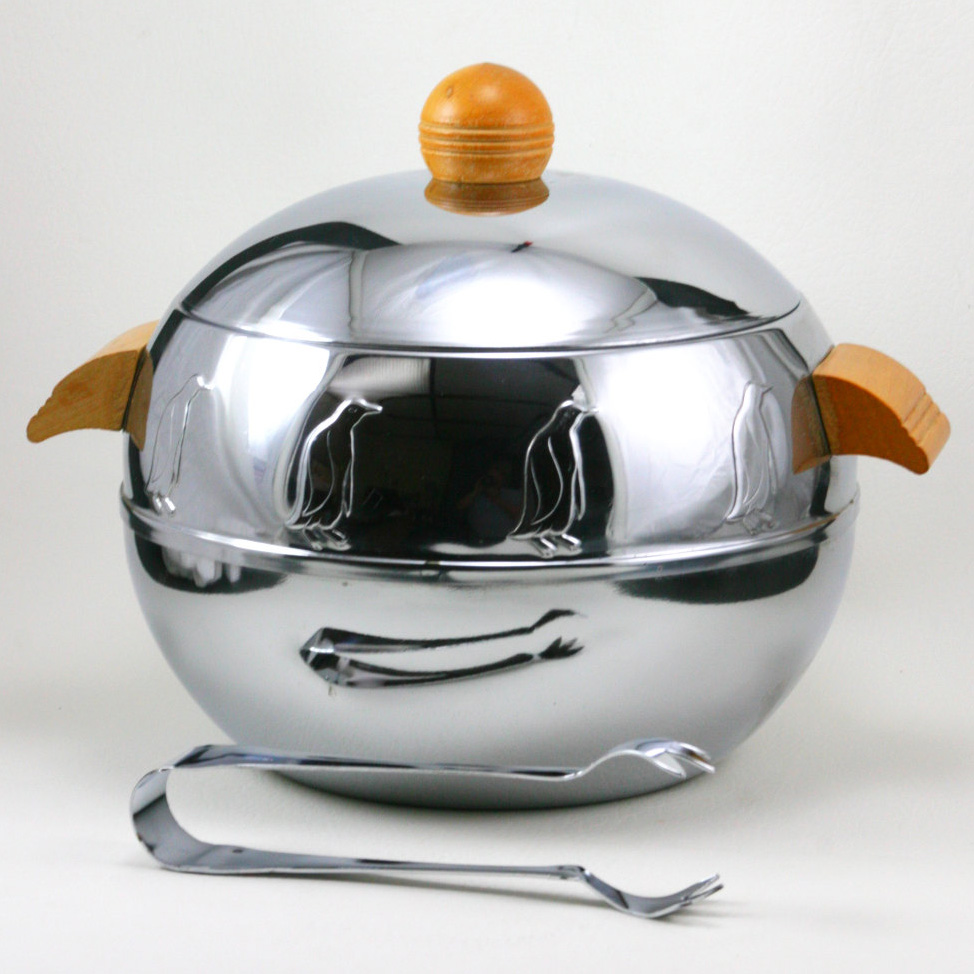 Image of a penguin server, silver with wooden handles