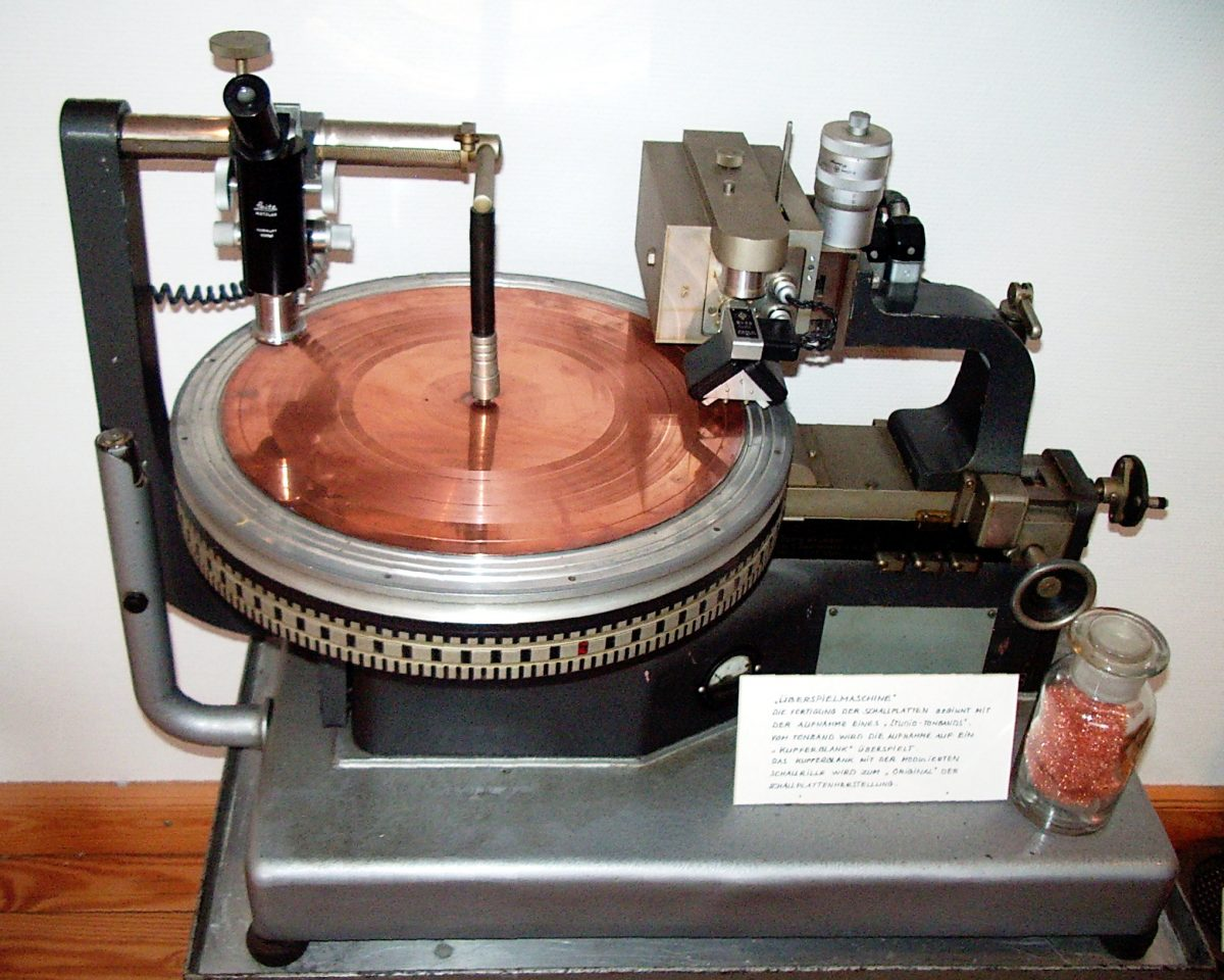 A disc cutting lathe from the 1930s