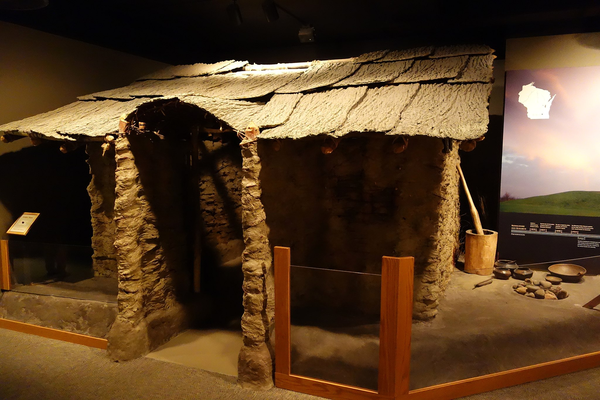 image of a reconstruction of a home from Aztalan